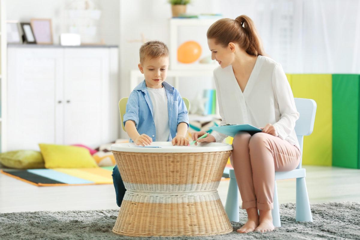 آموزش بازی درمانی کودکان